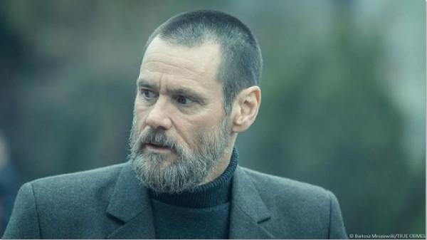 Jim Carrey megszállott zsarut alakít új thrillerjében