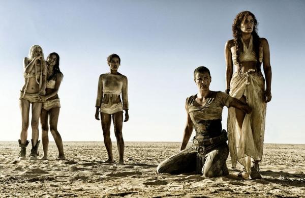 A Mad Max rendezője perli a Warnert a folytatás csúszása miatt