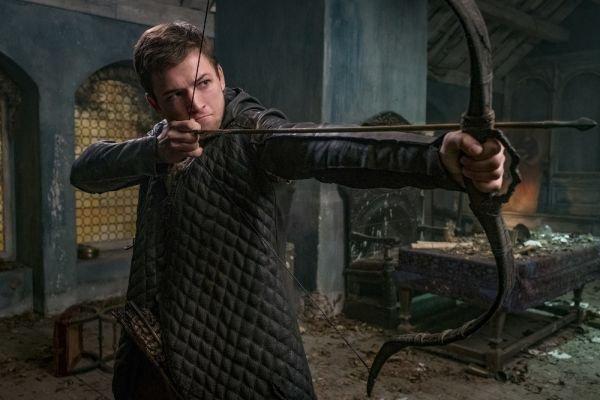 A szegényektől lop és a gazdagoknak adja – a kritikusok utálják az új Robin Hood-filmet