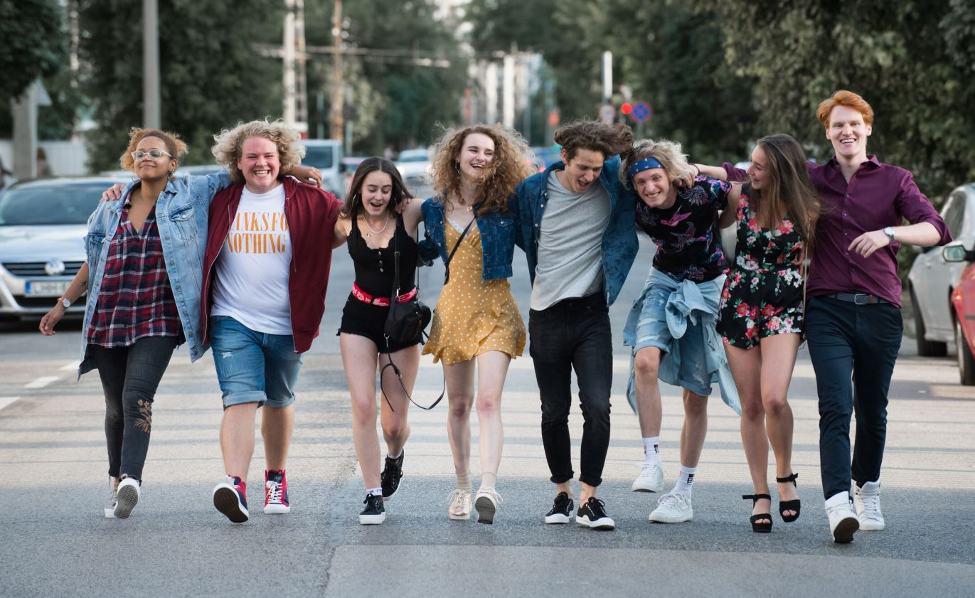 FOMO - Befutott a sikervárományos magyar film első előzetese