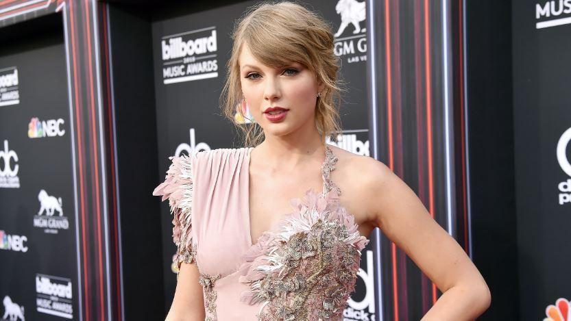 Taylor Swift miatt átírták a Macskákat?