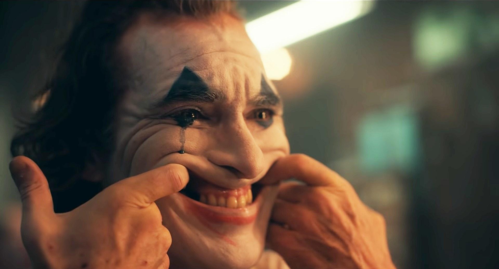 Hoppá, Bruce Wayne is benne volt a Joker előzetesében!