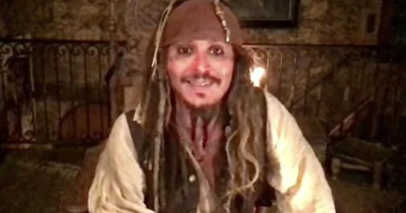 Johnny Depp újra Jack Sparrow lett