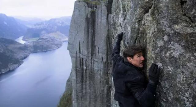 Zseniális vírusvideón Tom Cruise mutatványai a Mission: Impossible-filmekből!