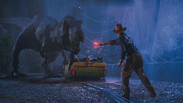 Nem vicc, a Jurassic Park vezeti a hétvégi mozis bevételi listát!